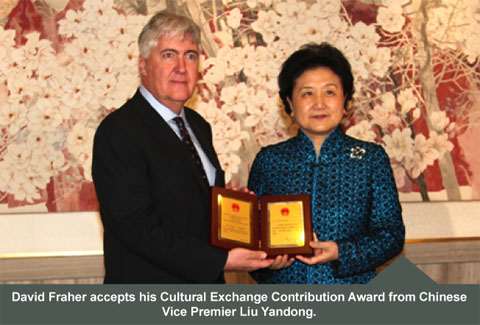 David Fraher accepts his Cultural Exchange Contribution Award from Chinese Vice Permier Liu Yandong.