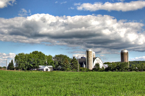 Sky with White Barn by Randen Pederson (CC BY 2.0)