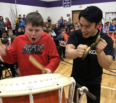 Ondekoza invites students to experience playing Taiko drums.