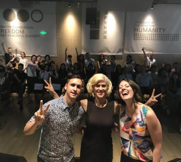 Dessa, Matthew Santos, and Aby Wolf pose with the audience after their performance and lecture at Yanjiyou Bookstore on May 23. The group spent more than an hour talking with their new fans. Photo by Yu Pei, courtesy of Matthew Santos.